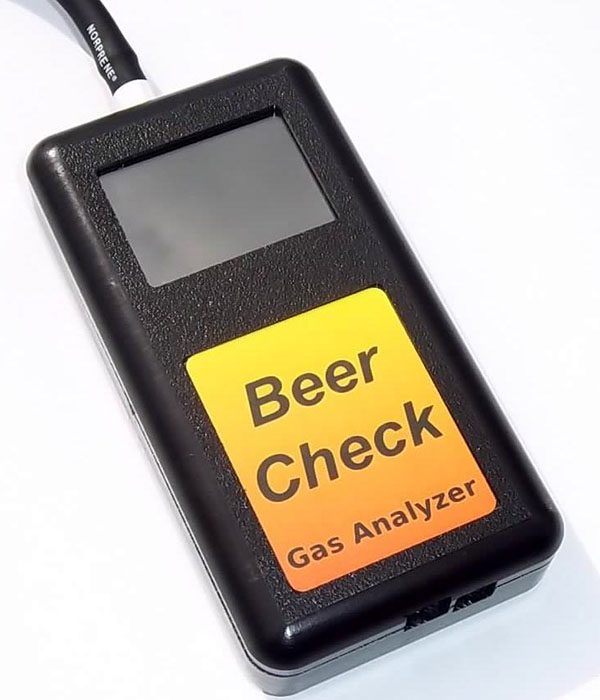 Hand held CO2 gas analyser